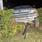 Höxter  POL-HX: Auto bleibt in Hecke stecken